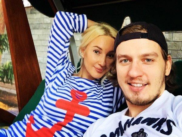 """""""Лежу. Думаю"""": Лера Кудрявцева публично обсудила казус в постели с молодым мужем"""