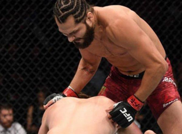 Боец ММА нокаутировал соперника за рекордные для UFC 5 секунд (ВИДЕО)
