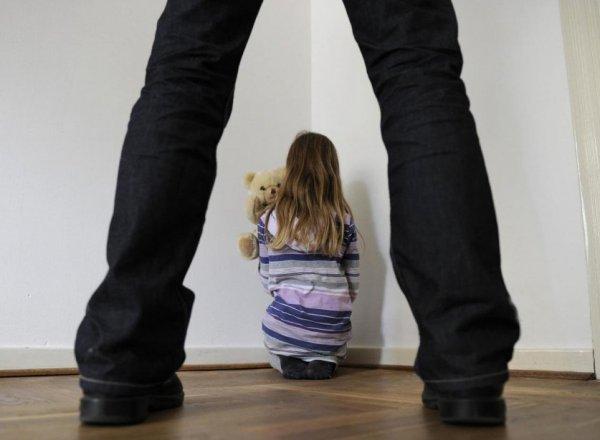 В Ленобласти родители изнасиловали родную дочь