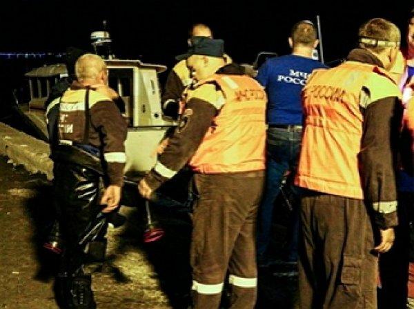 Видео с места трагедии с перевернувшимся катером в Черном море попало в Сеть: двое погибших