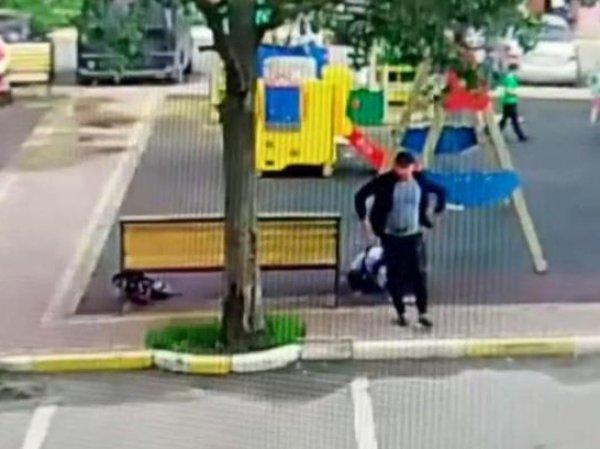 Шокирующее убийство женщины на детской площадке в Подмосковье попало на видео