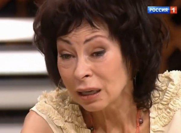 """""""Марину все чаще стали видеть подшофе"""": промоутер Хлебниковой рассказал о запоях певицы"""