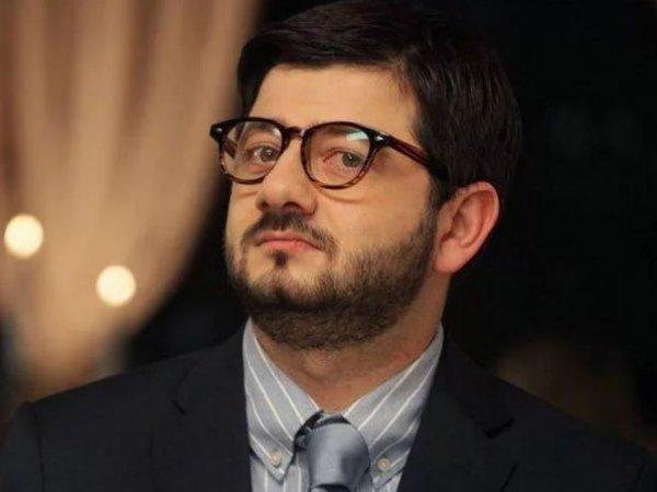 Михаил Галустян записал видеообращение к фанатам на фоне слухов о разводе