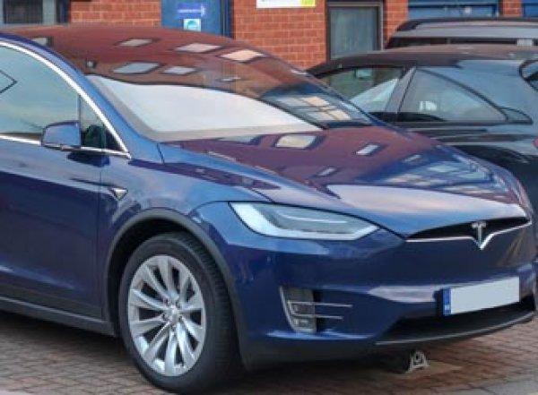Жительница Екатеринбурга получит 20 млн рублей за сломанные ключи от автомобиля Tesla