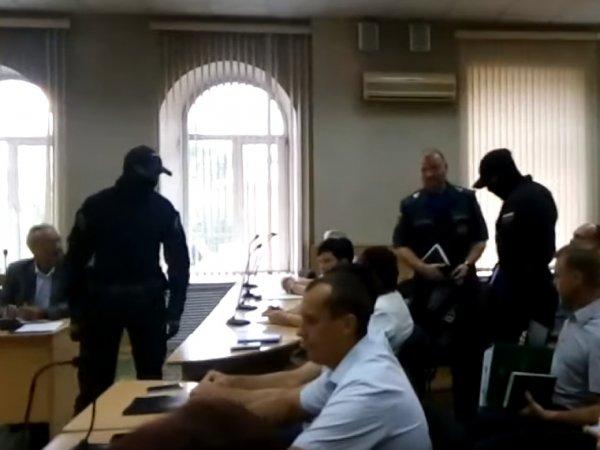 Сотрудника МЧС задержали прямо во время заседания мэрии Читы