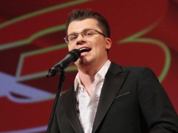 Гарик Харламов показал видео эпического падения машины в реку под навигатор со своим голосом