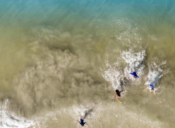 Отец спас детей, сделав их фото на пляже