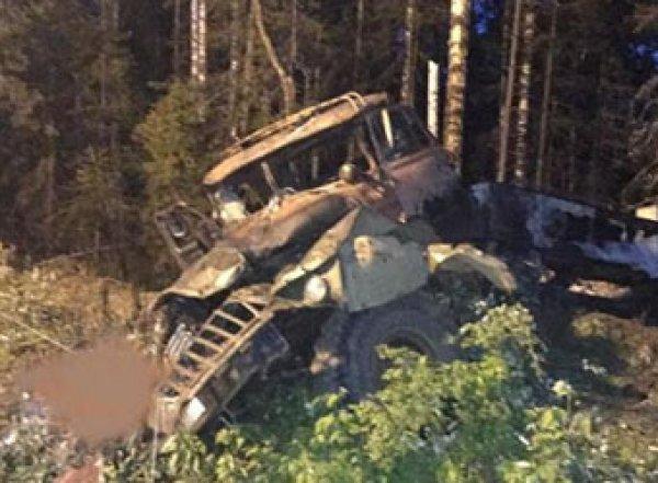 На Урале взорвался бензовоз, на цистерне которого ехали 10 человек: 4 погибших (ВИДЕО)