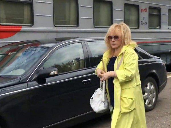 На скандальном видео с Пугачевой на вокзале заметили маньяка
