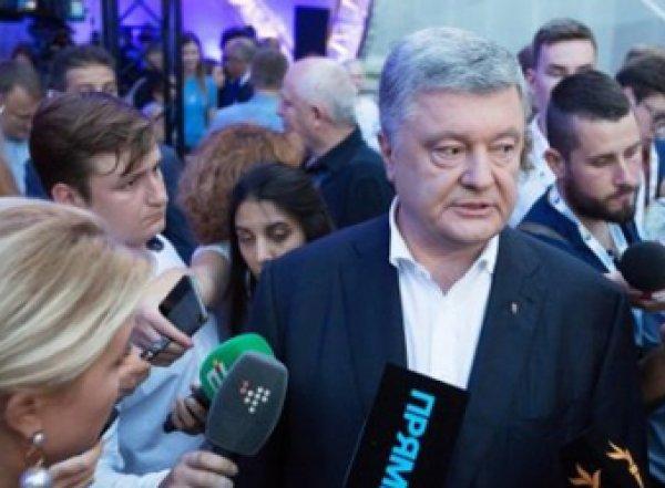После допроса на Порошенко напали неизвестные с газовыми баллончиками (ВИДЕО)