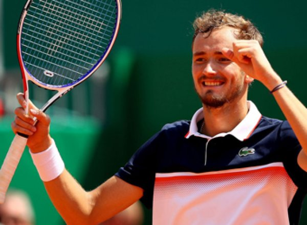 """Теннисист Медведев стал пятой ракеткой мира, выиграв свой первый """"Мастерс"""""""