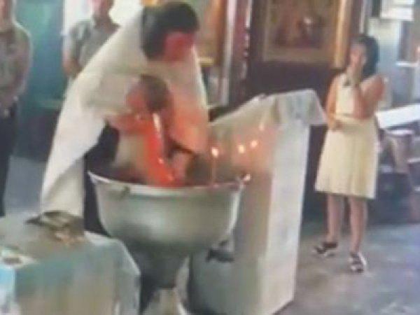 Священника отстранили от служения за жестокое крещение ребенка