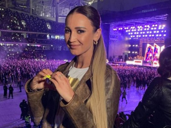 Бузова устроила истерику на шоу Дженнифер Лопес в Москве