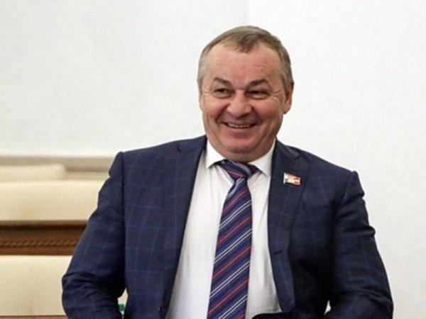 """Барнаульский депутат закатил вечеринку на юбилей жены со своей """"сестрой"""" - певицей Си Си Кетч"""