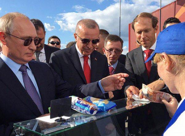 "СМИ: ""мороженщица Путина"" пропала с авиасалона МАКС вместе с лотком и формой"