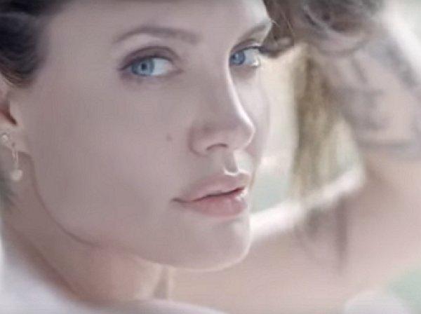 Абсолютно голая Джоли на видео взорвала Сеть