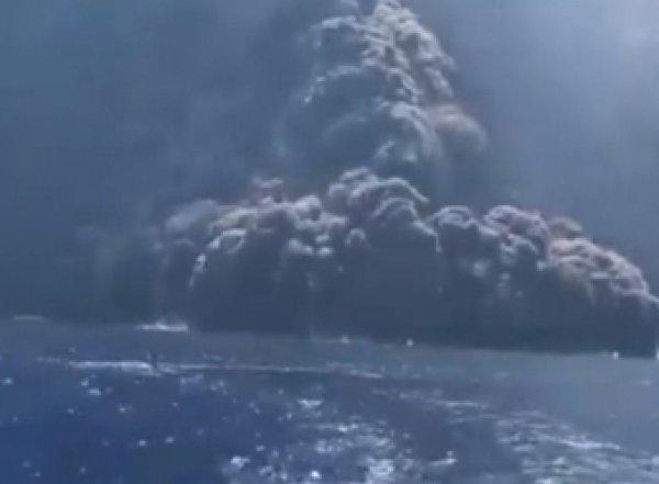 """На """"земле Божьей"""" в Италии взорвался вулкан, едва не погубив туристов (ФОТО, ВИДЕО)"""