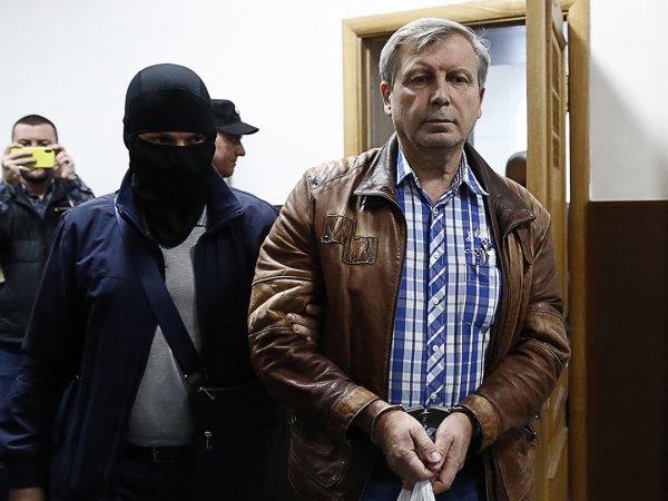 Медведев уволил замглавы ПФР, обвиняемого в получении взятки