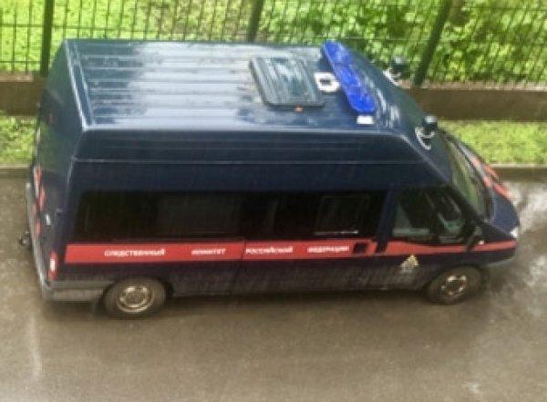 В центре Красноярска в машине нашли труп с пакетом на голове