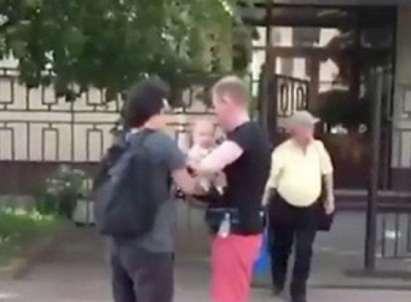 Прокуратура потребовала забрать сына у родителей-участников митинга в Москве