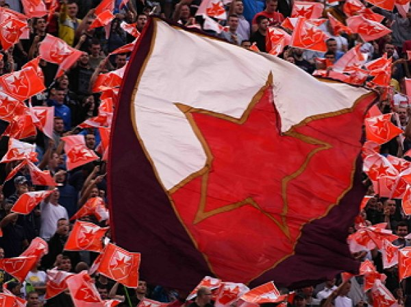 Болельщики «Црвены Звезды» привезли советский танк наматч Лиги чемпионов