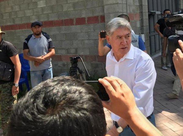 Бывший президент Киргизии сдался властям после нового штурма