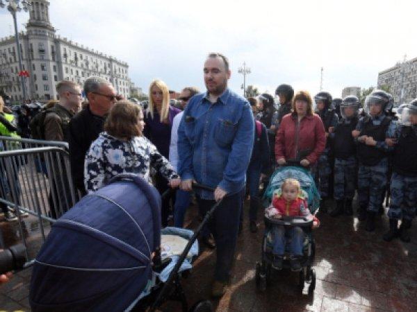 Еще одну семью, участвовавшую в московском митинге, потребовали лишить родительских прав