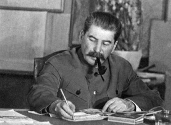 Экс-следователь по особо важным делам требует возбудить дело на Сталина