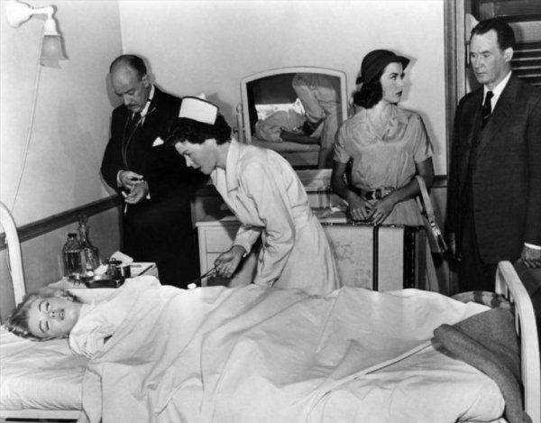 Неизвестные посмертные фото Мэрилин Монро из морга попали в СМИ
