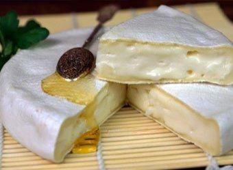 Врачи назвали самый опасный  для здоровья сыр