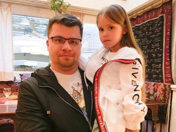 """""""Маленькая фея"""": видео с маленькой дочерью Кристины Асмус и Гарика Харламова умилило Сеть"""