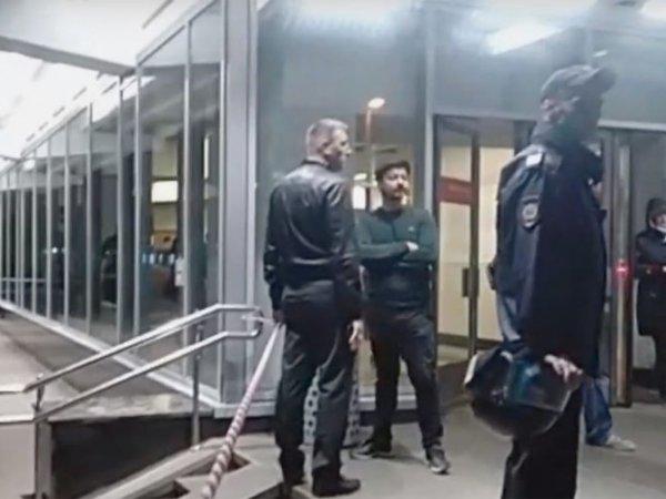 СМИ: расстрелявший коллег полицейский жаловался на низкую зарплату и работу без выходных