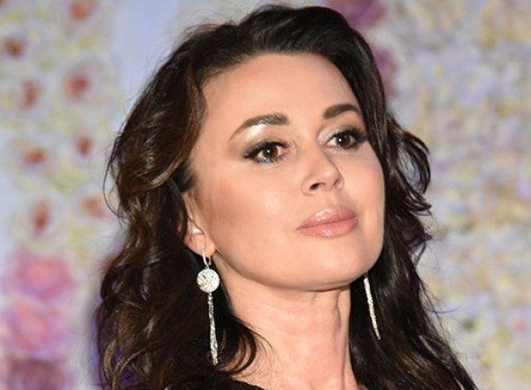 """""""Она умирает"""": пациентка клиники, где лечат Заворотнюк, раскрыла горькую правду о состоянии актрисы"""