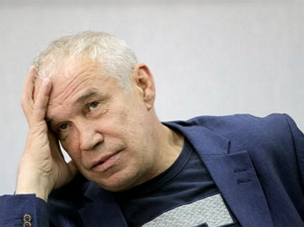 В Сети появились кадры с разбившим голову актером Сергеем Гармашом в аэропорту Ростова-на-Дону