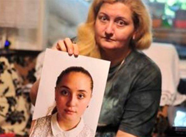 Исчезнувшая на три года школьница обвинила семью, державшую ее в железной клетке
