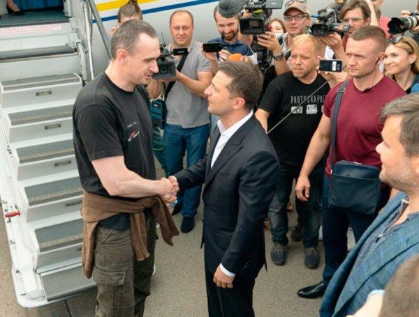 Киев торжественно встретил вернувшихся из РФ заключенных. Список всех освобожденных попал в СМИ