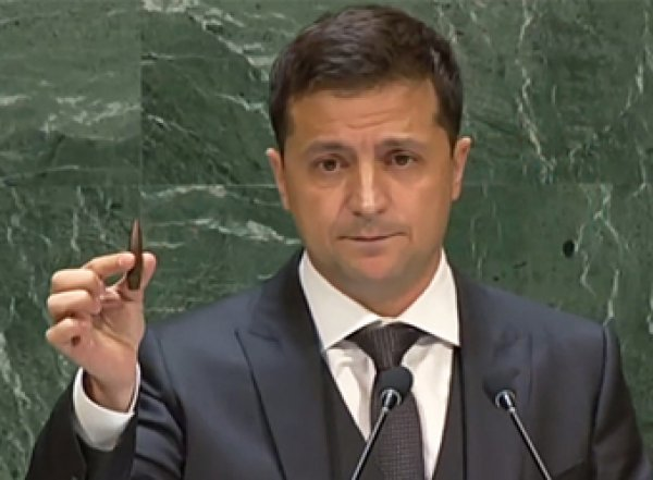 Зеленский обвинил РФ в бедах Украины, показав пулю с трибуны ООН