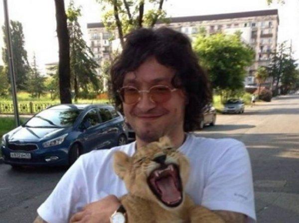 Видео, как вор в законе зашел в клетку со львом, появилось в Сети