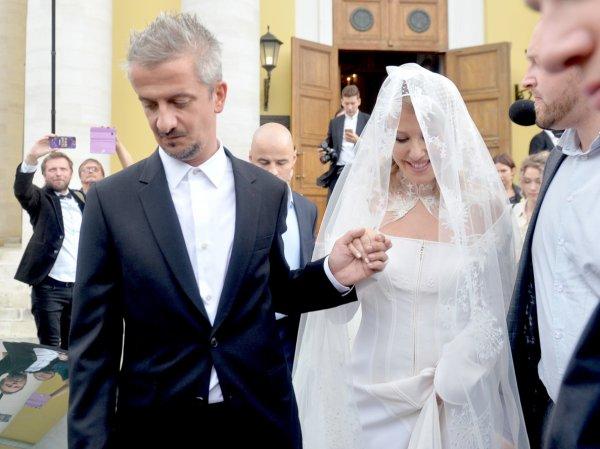 Собчак сбила с ног букетом Ольгу Бузову и получила  поцелуй от Дмитрия Пескова (ФОТО, ВИДЕО)