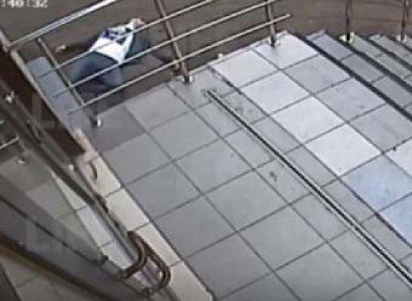 Видео с последними секундами жизни расстрелянного у метро полицейского попало в Сеть