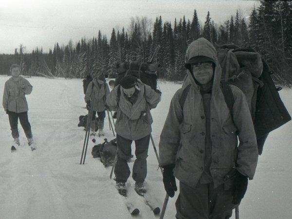 На архивном фото группы Дятлова нашли убийцу туристов