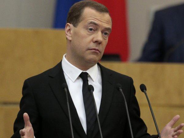 СМИ: Медведев занимается производством самогона