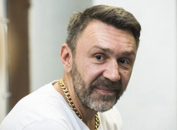 """""""Вертит тазом"""": Шнуров отреагировал стихами на выступление пьяного Билана"""
