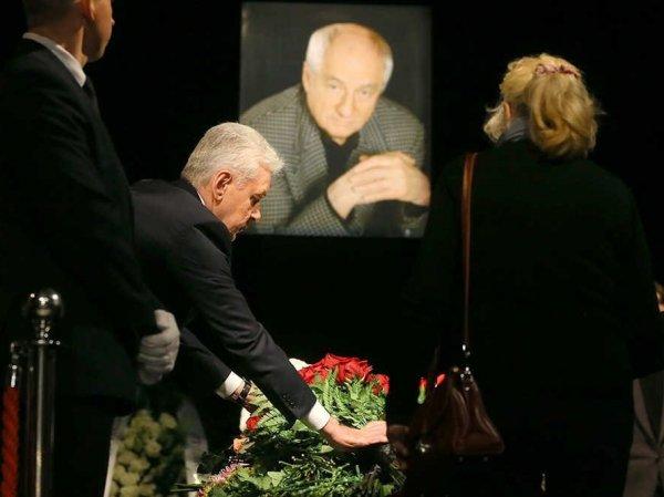 СМИ: накануне похорон Марка Захарова в Ленкоме наблюдали призрак режиссера