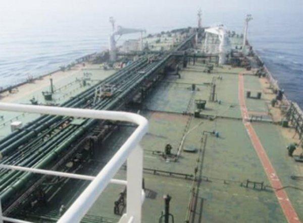 В Саудовской Аравии подорвали иранский нефтяной танкер (ФОТО)