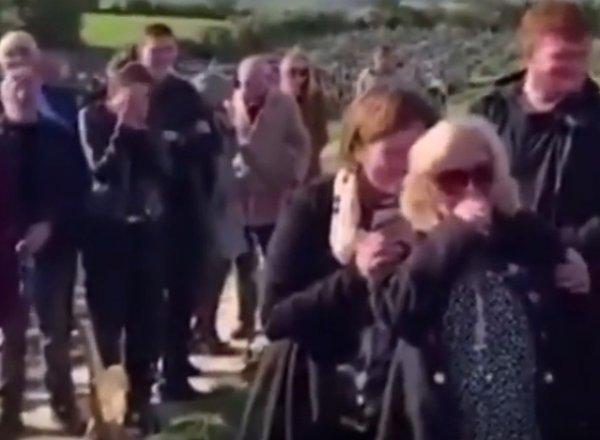 На похоронах в Ирландии покойник рассмешил скорбящих гостей