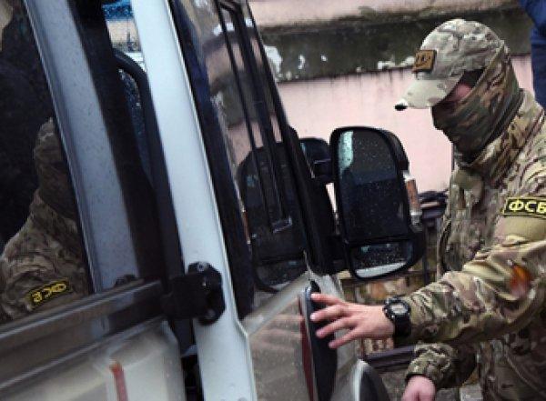 В Новосибирске полицейского уволили зафото сотрудников ФСБи МВД сбандитами