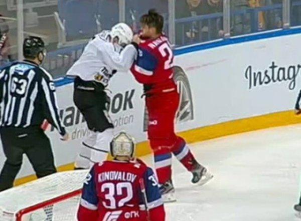 Как в ММА: жесткая драка хоккеистов КХЛ попала на видео