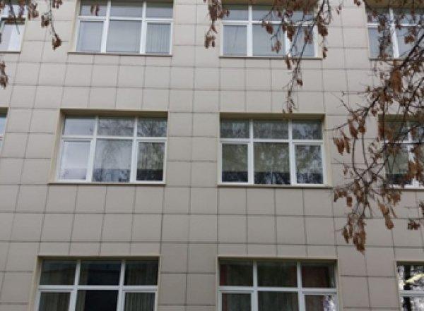 В Екатеринбурге роженица разбилась насмерть, выпав из окна роддома