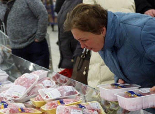 Росстат: половине россиян хватает денег лишь на еду и одежду